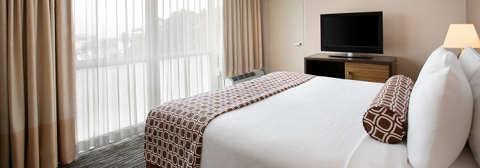 crowne plaza SFO airport hotel 1 bedroom suite w/ parlor room